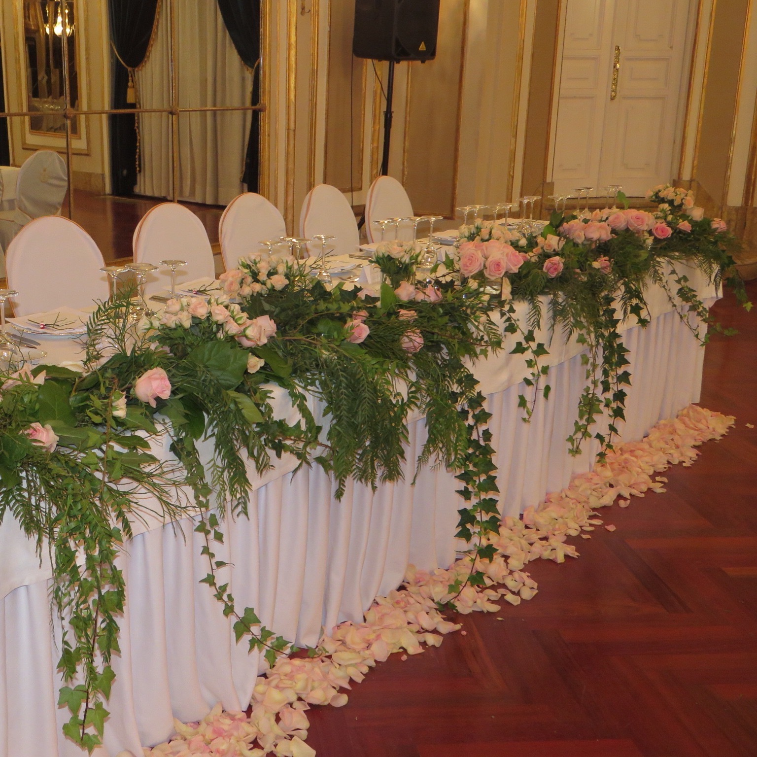 Decoraci n para boda en hotel palace sal n imperial for Decoracion con plantas para fiestas