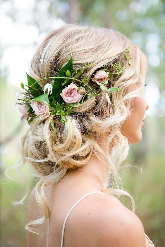 Tocados, diademas y coronas de novia hechos con flores