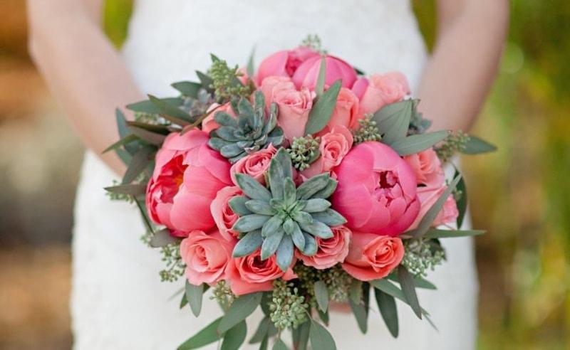 Bouquet con Peonias y crasas