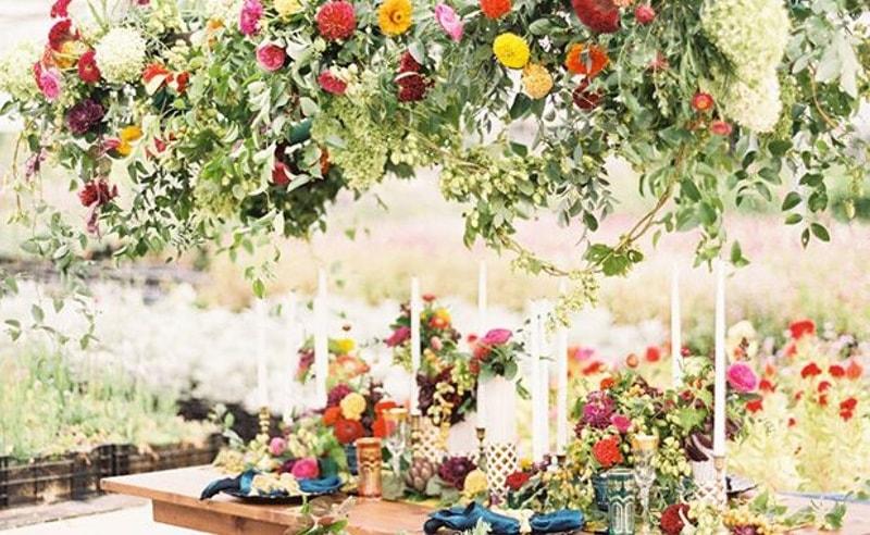 Decoración floral en el techo
